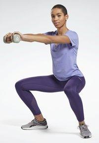 Reebok - ONE SERIES ACTIVCHILL - Print T-shirt - purple - 1