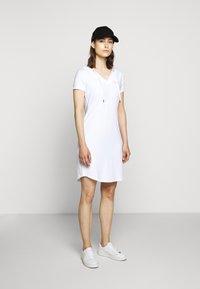 EA7 Emporio Armani - DRESS - Vestido ligero - white - 1