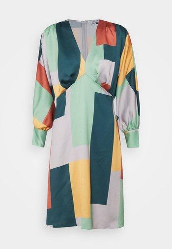 CLOSET GATHERED KIMONO DRESS - Koktejlové šaty/ šaty na párty - green