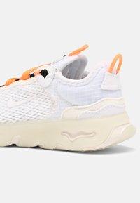 Nike Sportswear - RT LIVE UNISEX - Sneakers laag - atomic orange/white sail/light armory blue - 5