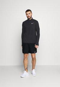 Nike Performance - CHALLENGER SHORT - Korte broeken - black/silver - 1