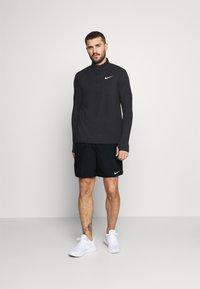Nike Performance - CHALLENGER - Korte broeken - black/silver - 1