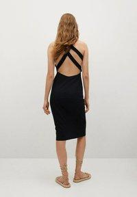 Mango - Pouzdrové šaty - zwart - 1