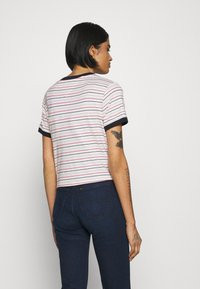 Tommy Jeans - FRONT TIE TEE - Print T-shirt - white/multi - 2