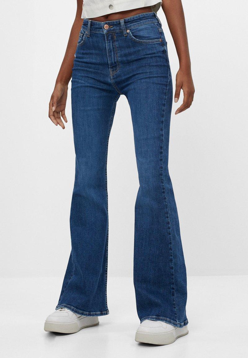 Bershka - Jeans bootcut - blue