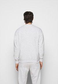 Han Kjøbenhavn - ARTWORK CREW - Sweatshirt - grey melange/black - 2