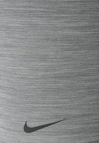 Nike Performance - SHORT HI RISE - Legging - smoke grey/black - 4