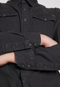 Jack & Jones - JJESHERIDAN SLIM - Shirt - black denim - 5
