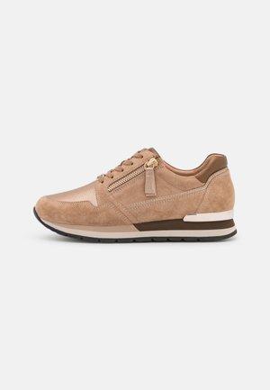 Sneakers laag - muskat/desert