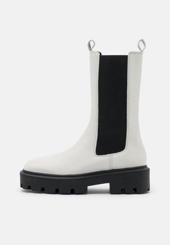 BIADANIELLE CHELSEA BOOT - Platform boots - offwhite