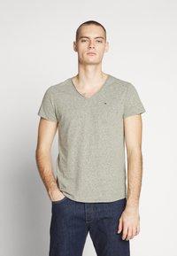 Tommy Jeans - VNECK TEE - T-shirt basique - uniform olive - 0