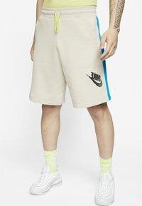 Nike Sportswear - FESTIVAL ALUMNI - Shorts - string/laser blue/black - 0
