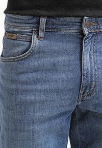 Wrangler - TEXAS STRETCH - Straight leg jeans - worn broke - 4