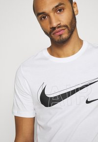 Nike Sportswear - TEE AIR - Camiseta estampada - white - 3
