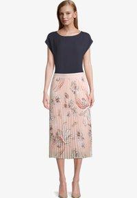 Betty Barclay - MIT BLUMENPRINT - Pleated skirt - rose/cream - 1