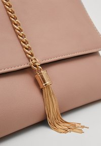 Dorothy Perkins - TASSEL - Clutch - rose/gold - 4