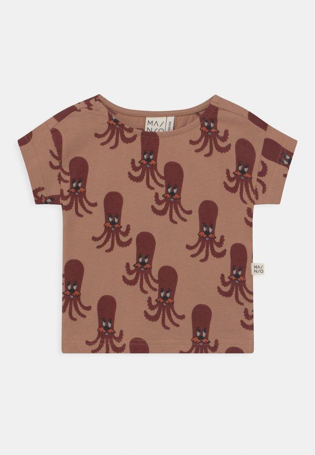 OCTOPUS UNISEX - T-shirt imprimé - camel