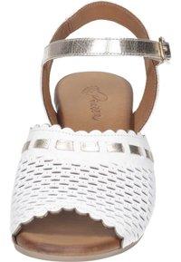 Piazza - Sandals - weiß/gold - 4