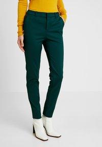 Vero Moda Tall - VMLEAH MR CLASSIC PANT - Trousers - ponderosa pine - 0