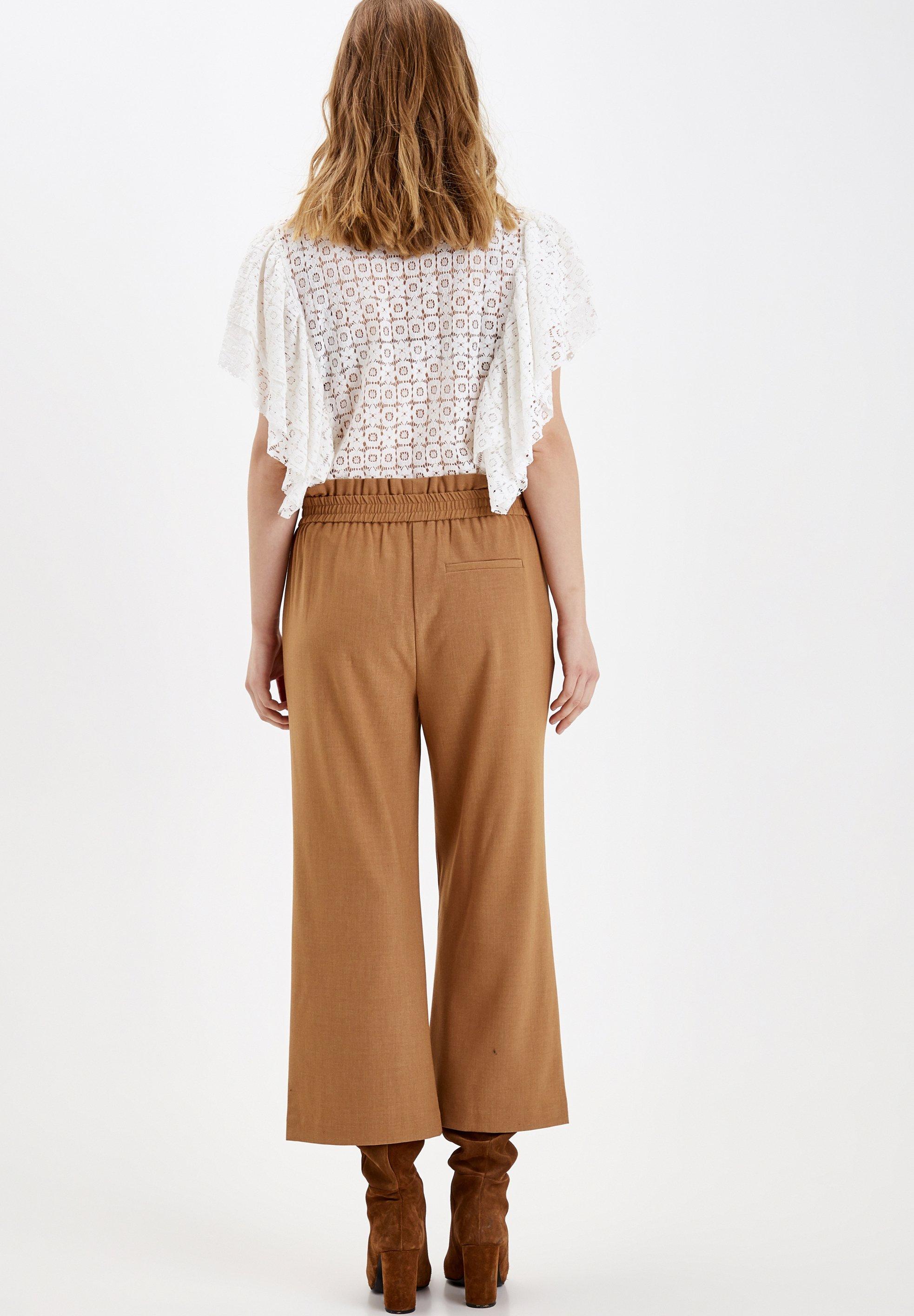 b.young Pantalon classique - golden sand - Pantalons & Leggings Femme Yzo11