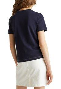 edc by Esprit - KASTIGES PIQUÉ-SHIRT, 100% BAUMWOLLE - Basic T-shirt - navy - 6