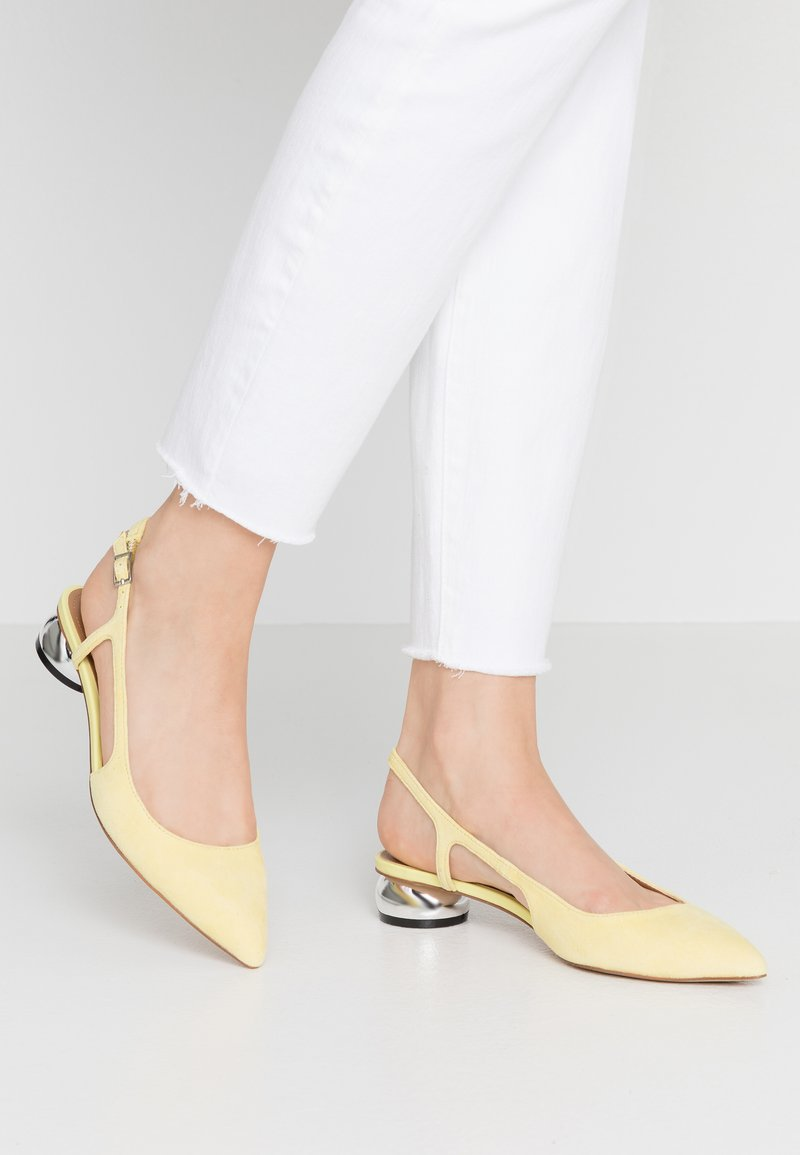 Who What Wear - EDEN - Classic heels - yellow