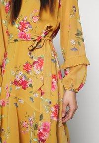Wallis - FLORAL RUFFLE SLEEVE  - Day dress - mustard - 6
