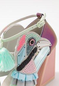 Kat Maconie - AYA - Sandály na vysokém podpatku - pebble/multicolor - 2
