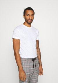Topman - 3 PACK - Basic T-shirt - white - 1