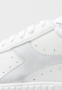 Diadora - GAME STEP  - Trainers - white/silver - 2