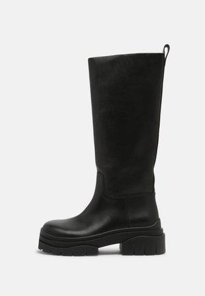 LUCKY - Plateaustøvler - black