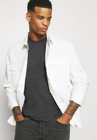 Burton Menswear London - SHORT SLEEVE CREW 5 PACK - T-shirt basic - burgundy/olive - 7