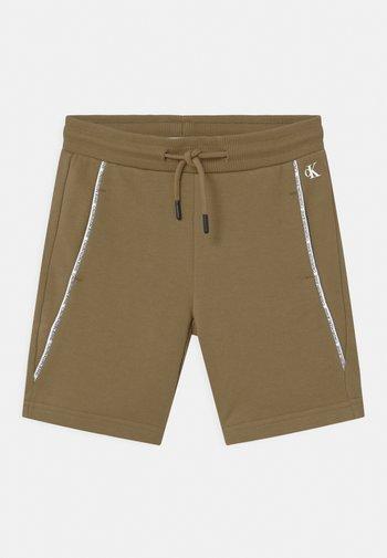 LOGO PIPING - Shorts - green