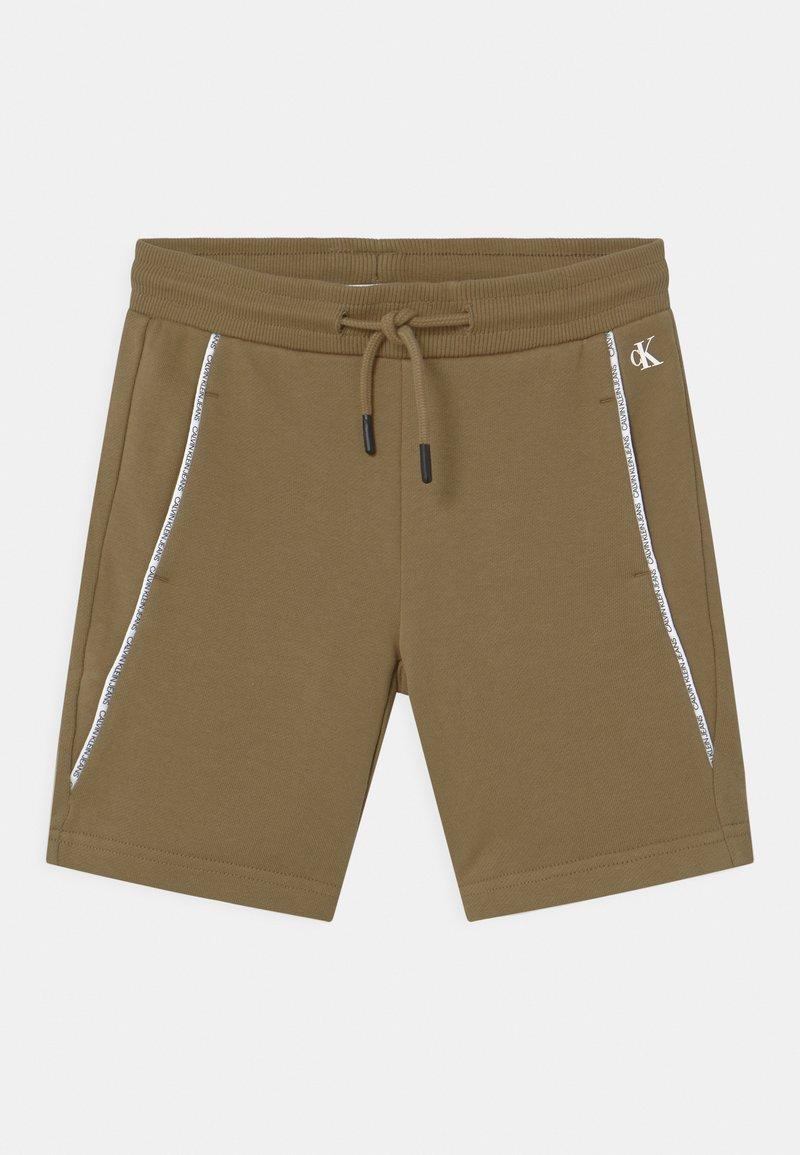 Calvin Klein Jeans - LOGO PIPING - Shorts - green