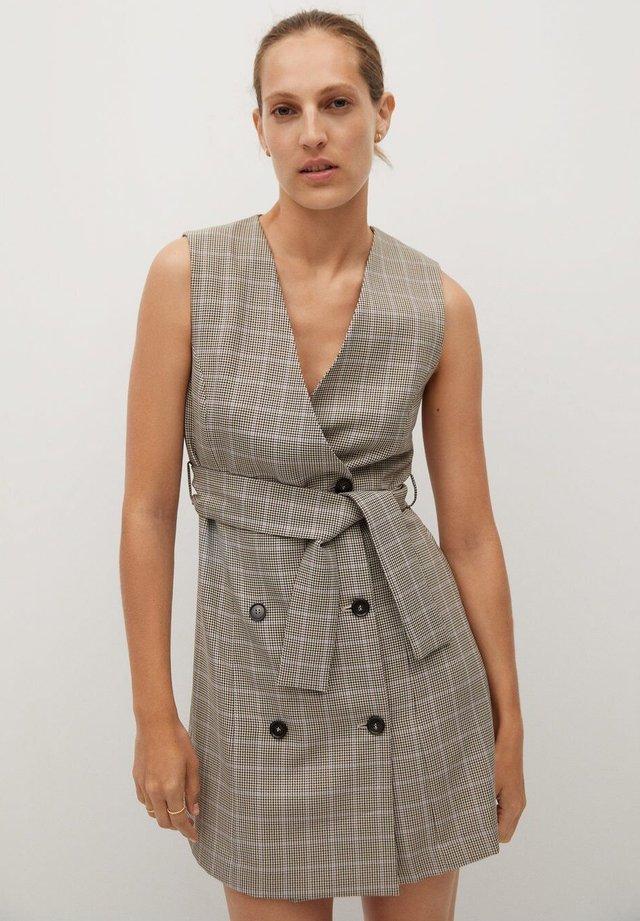 SUTI - Korte jurk - marron