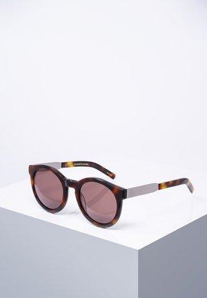 COMPTON - Sunglasses - shbrwn/tor