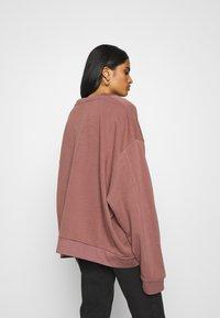 Weekday - HUGE CROPPED - Sweatshirt - brown/purple - 2