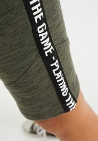 WE Fashion - Shorts - army green - 2