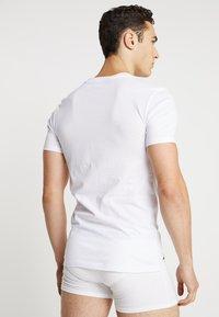 Lacoste - 3 PACK SLIM FIT TEE  - Undershirt - weiss - 2