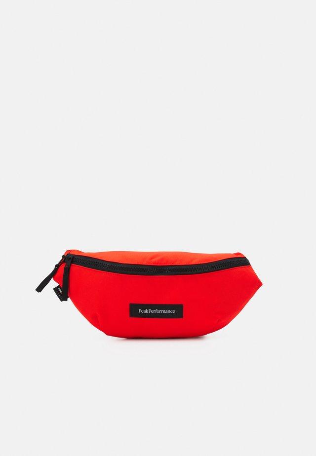 SLING BAG UNISEX - Rumpetaske - super nova