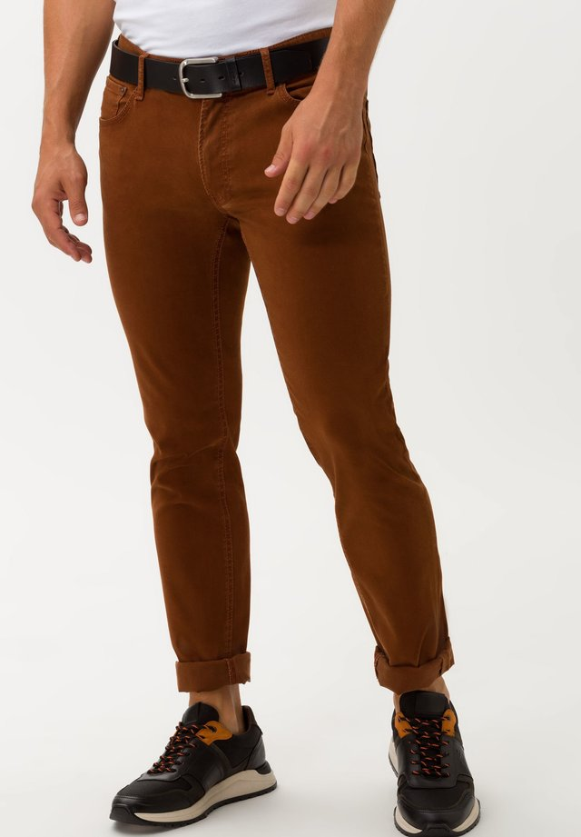 STYLE CHUCK - Jeans Skinny Fit - cognac