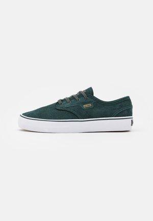 MOTLEY - Sneakers laag - scarab/white
