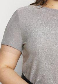 Vero Moda Curve - VMADALYN GLITTER - Basic T-shirt - silver sconce - 5
