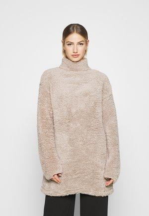 TURTLENECK DRESS - Korte jurk - beige