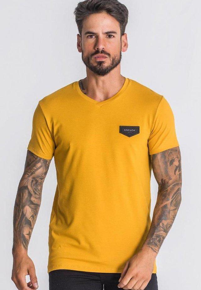 Camiseta básica - gold