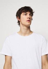 Les Deux - AUSTIN - Basic T-shirt - white - 4