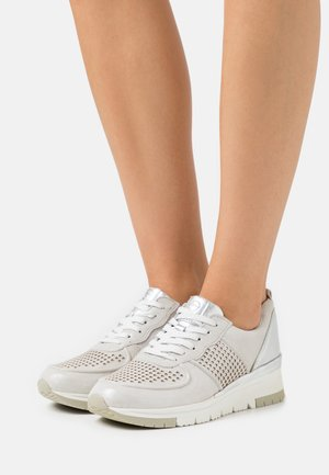 LACE-UP - Sneakers basse - silver/punch