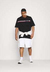Tommy Hilfiger - SPLIT TEE - Print T-shirt - black - 1