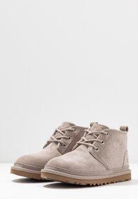 UGG - NEUMEL - Ankle boots - oyster - 4