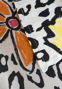 Grace - LEO & FLOWERS - Button-down blouse - white - 2